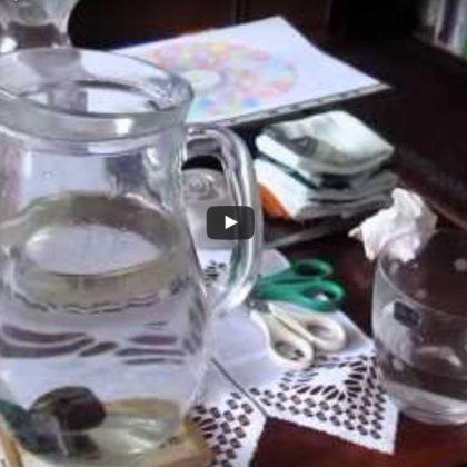 Porovnání vody s kamínky s vodou s Květem života