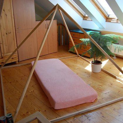 Dřevěná meditační pyramida