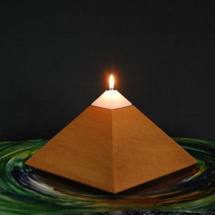 Harmonizační a meditační pyramida se 3 svíčkami a miskou, výška 12 cm
