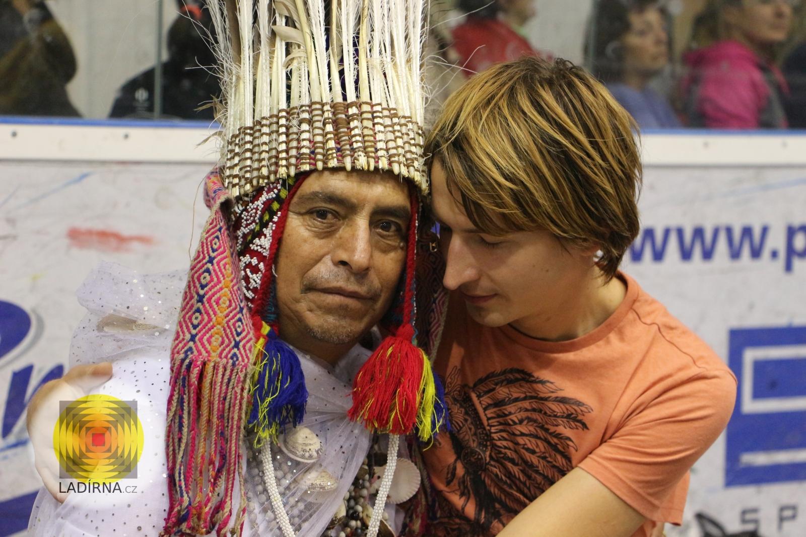 Léčivá meditace s peruánským šamanem Donem Sergiem a Petrem Chobotem v Plzni (4x video)